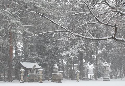 雪の八幡神社