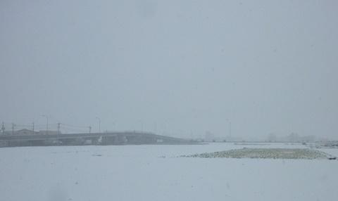 雪の鷺森高架橋