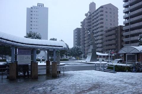 ふじみ野駅東口雪景色