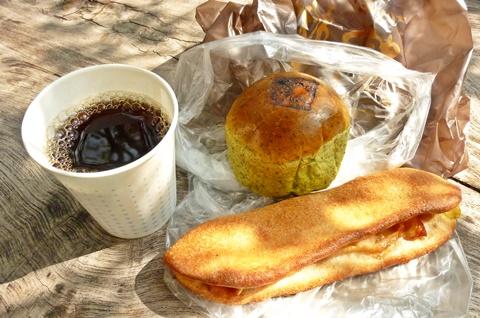 楽楽の狭山茶あんパンとチキンのリュスティック