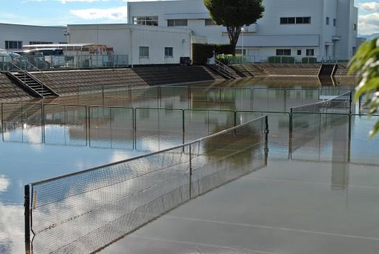 運動公園テニスコート冠水