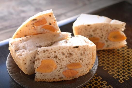 干し柿入り米粉パン