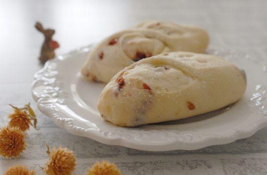クランベリーとクリームチーズの白パン